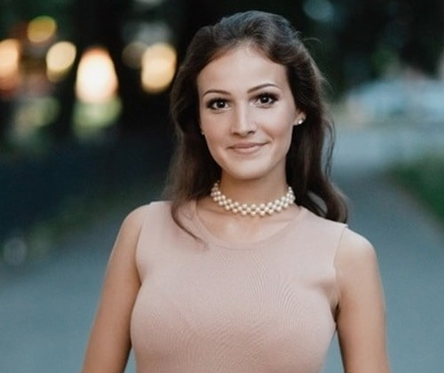 Алена Енова